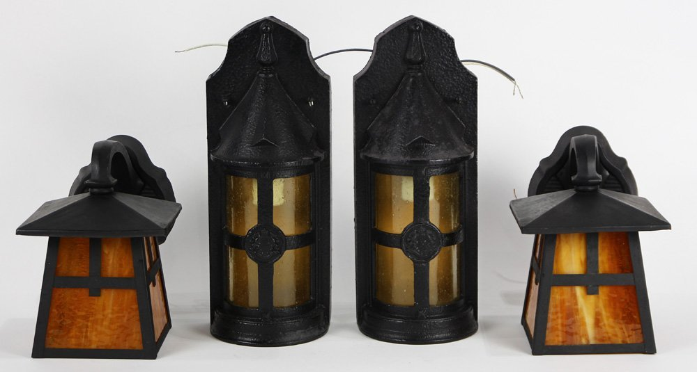 (lot of 4) Arts and Crafts style sconces, consisting of