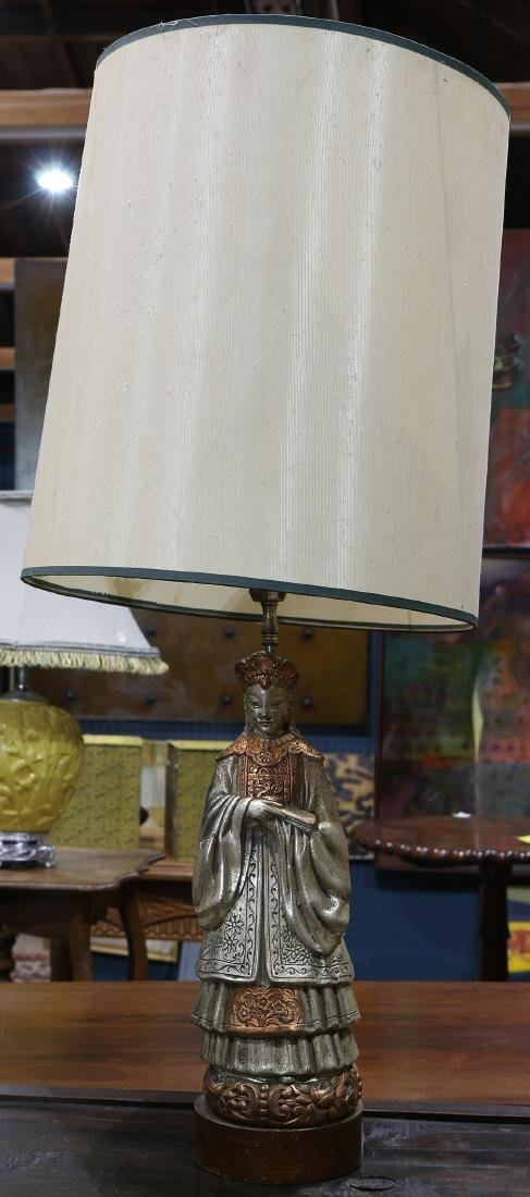 Silvered metal Chinoiserie table lamp, depicting a