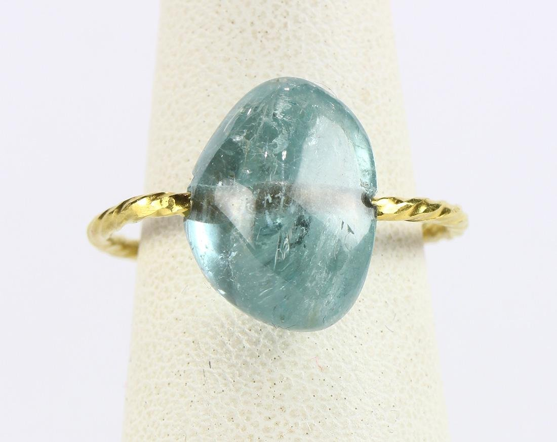 Aquamarine and 18k yellow gold ring