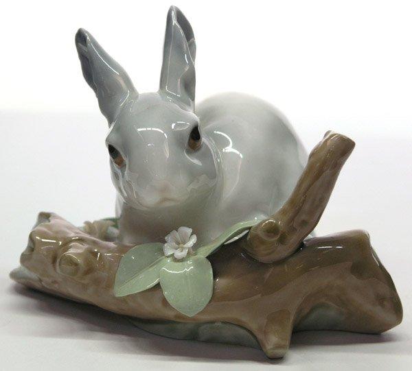 4019: LLadro porcelain rabbit