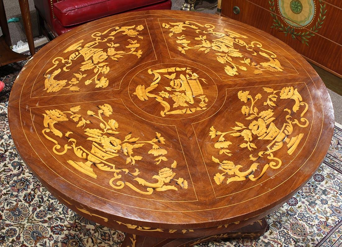 Biedermeier style inlaid center table, having a - 2