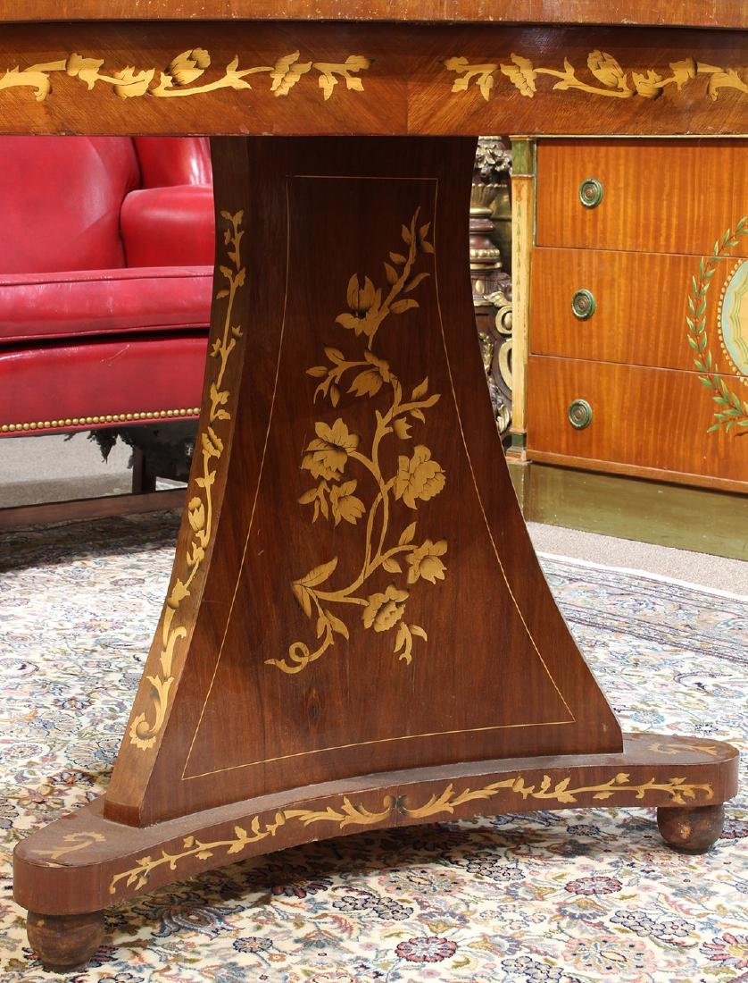 Biedermeier style inlaid center table, having a - 3