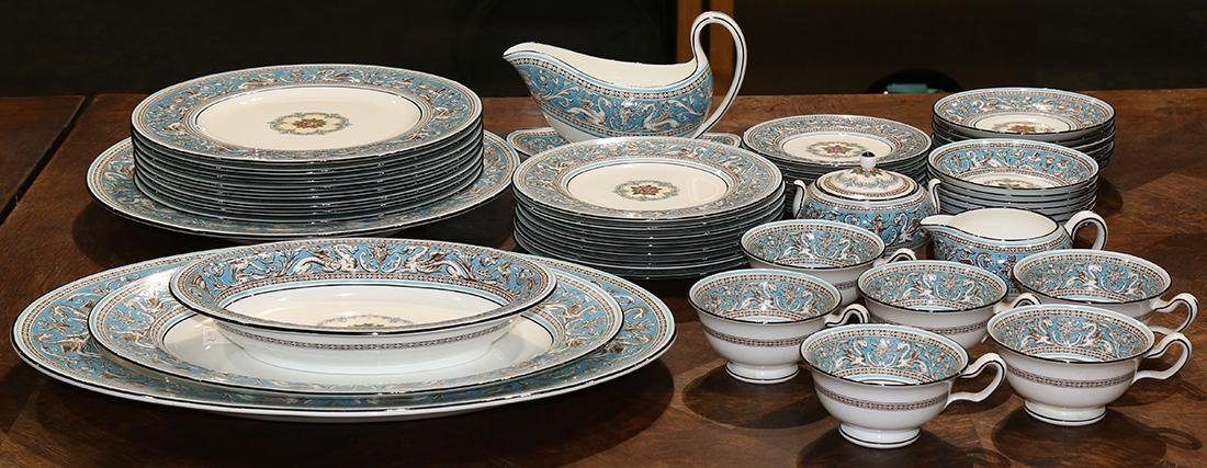 "(lot of 52) Wedgwood table service in the ""Florentine"""