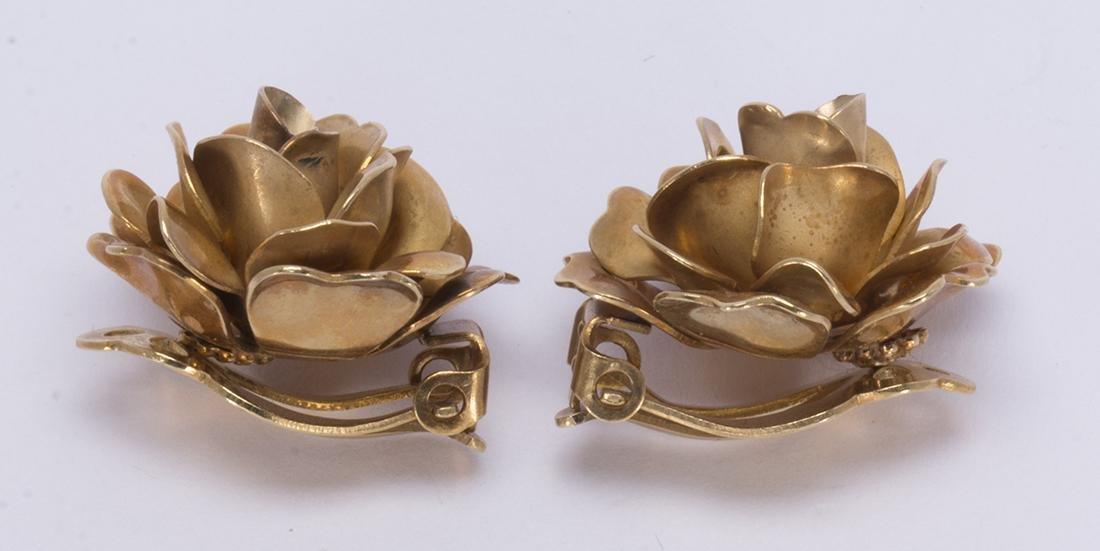 Pair of 14k yellow gold rose earrings - 2