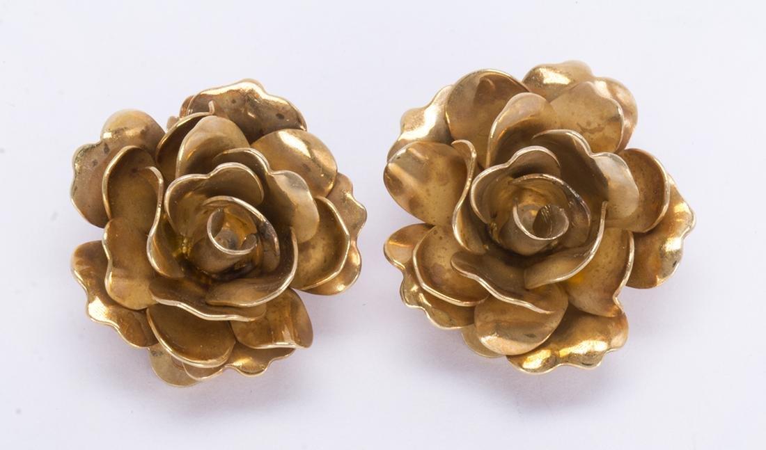 Pair of 14k yellow gold rose earrings - 3