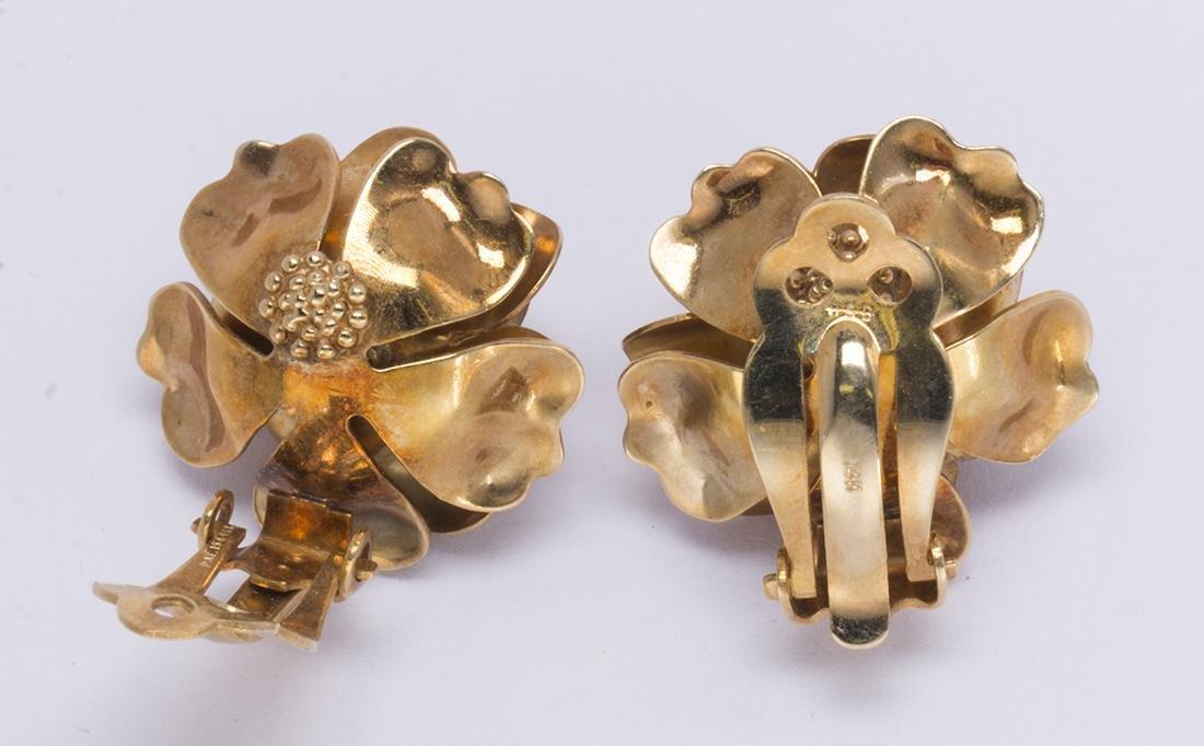 Pair of 14k yellow gold rose earrings - 4