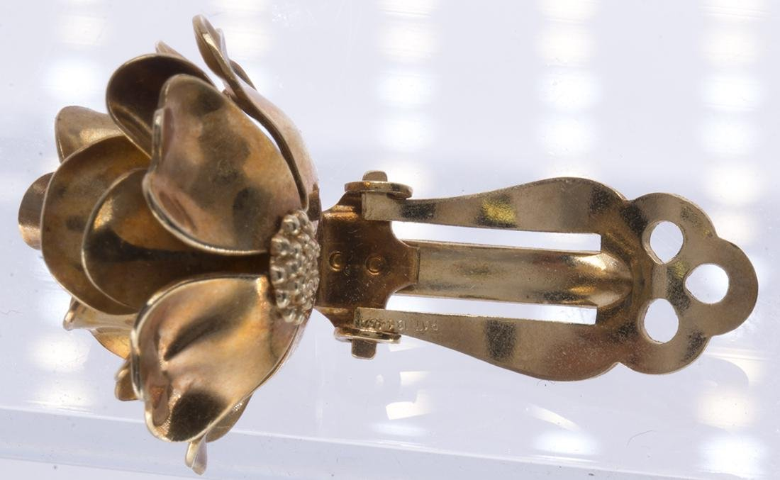 Pair of 14k yellow gold rose earrings - 5