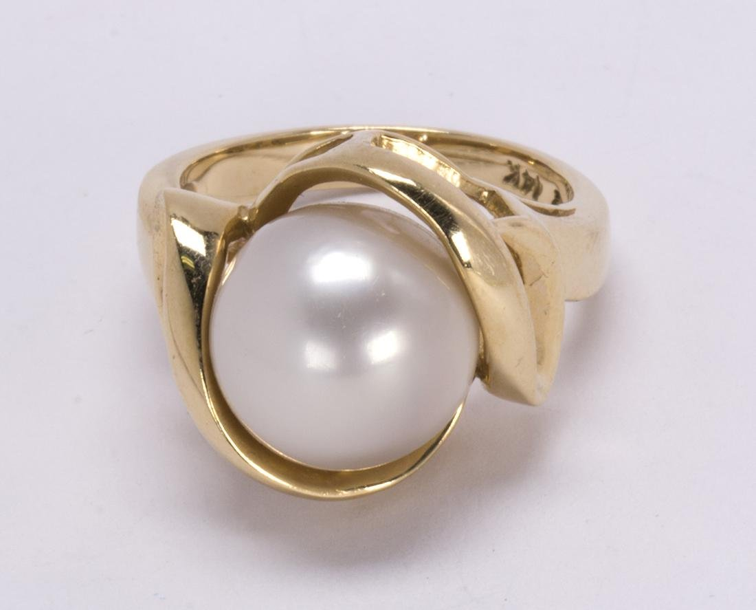 Cultured pearl and 14k yellow gold ring