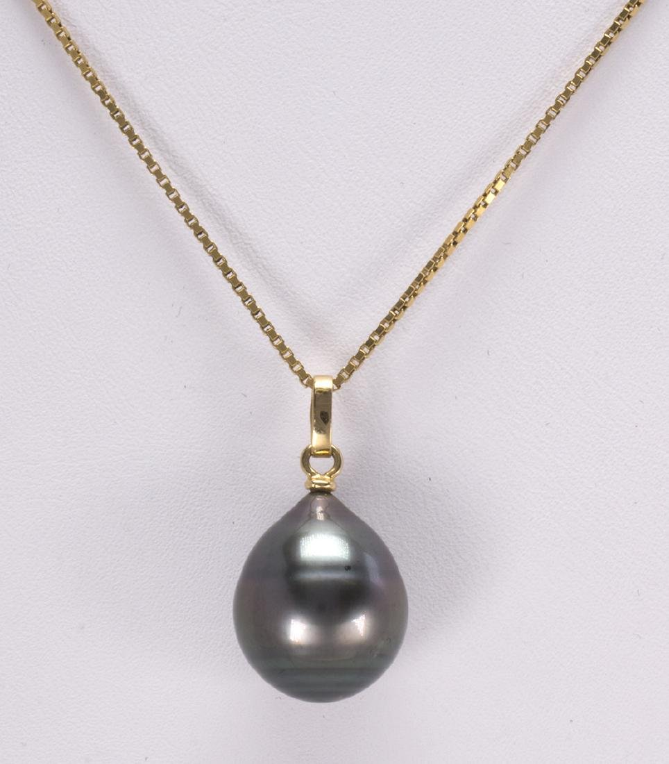 Tahitian cultured pearl and yellow gold