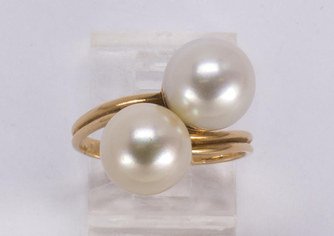 Cultured pearl and 18k yellow gold ring