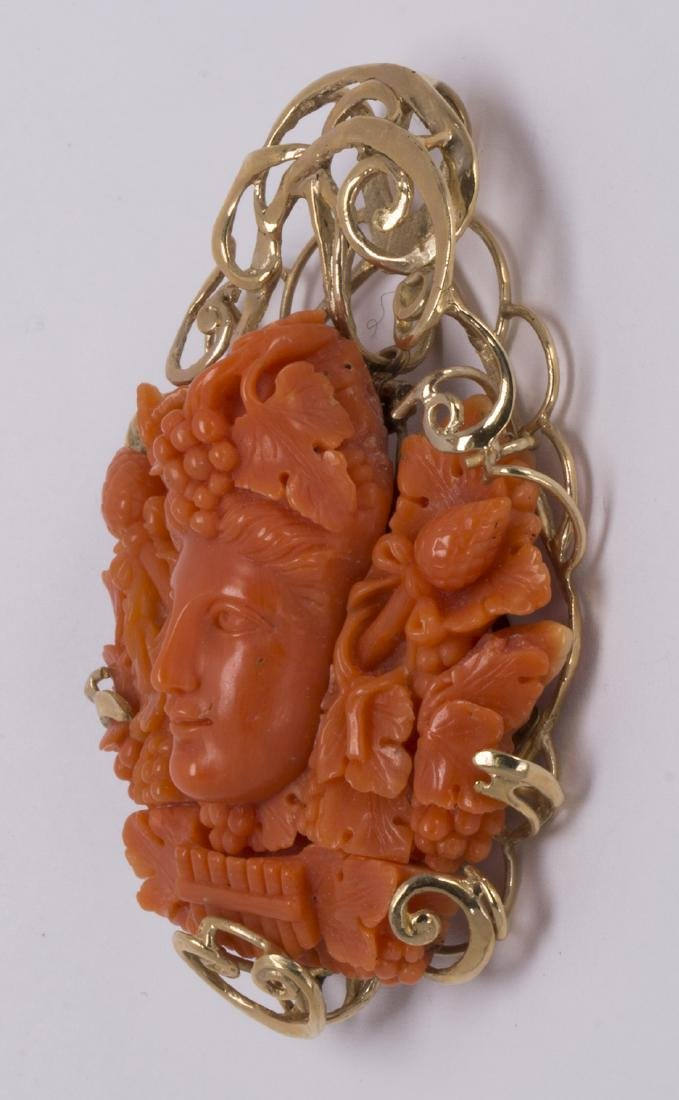 Coral cameo and 14k yellow gold pendant - 3