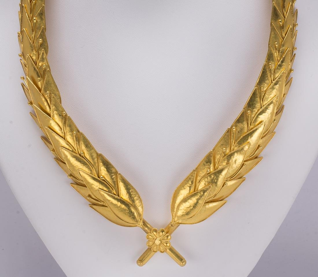 22k yellow gold wreath necklace