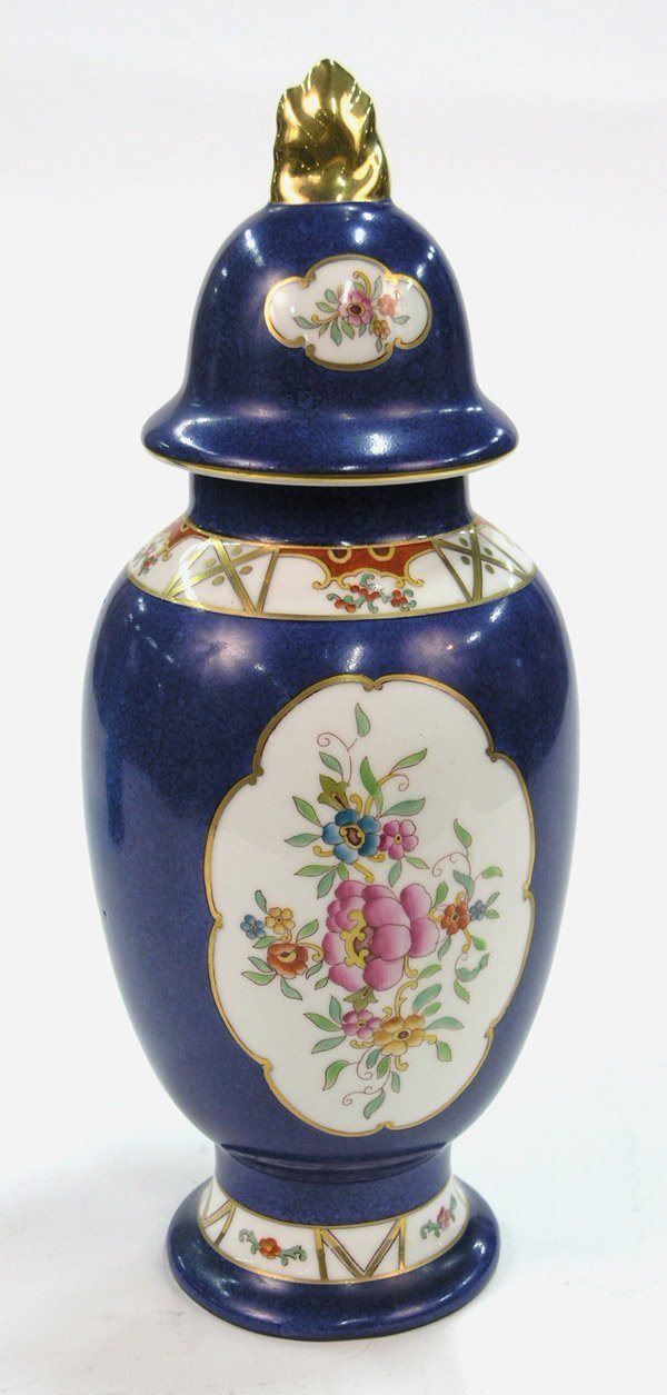 23: porcelain vase with cover