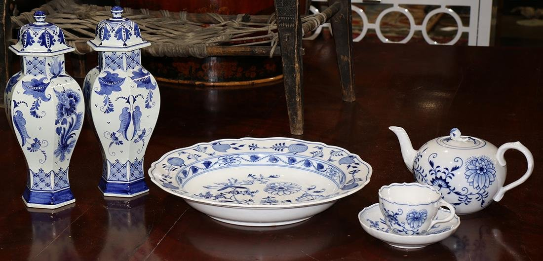 Associated blue and white porcelain articles