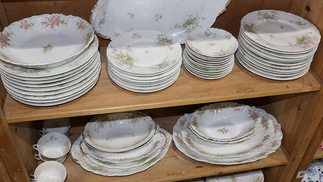 Six shelves of French Limoges dinner service - 2