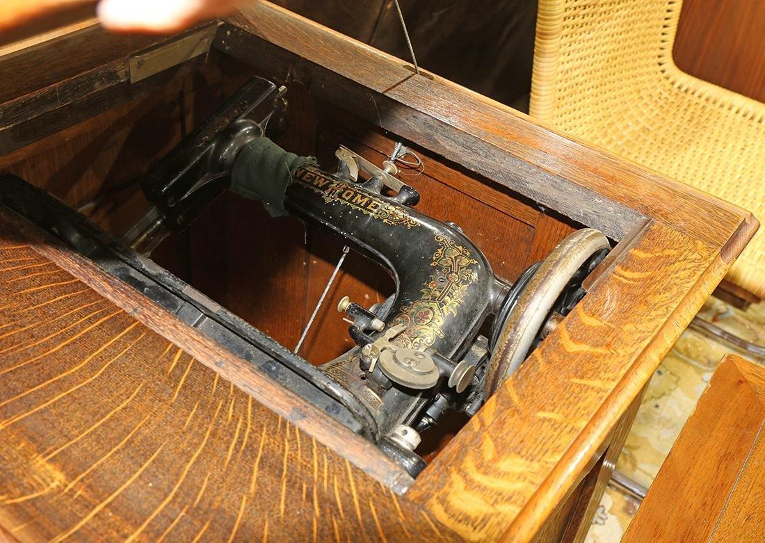 New Home sewing machine, housed in a quartersawn oak - 2