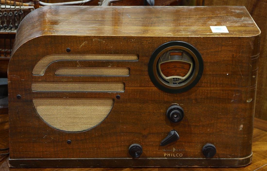Philco table top radio, 11