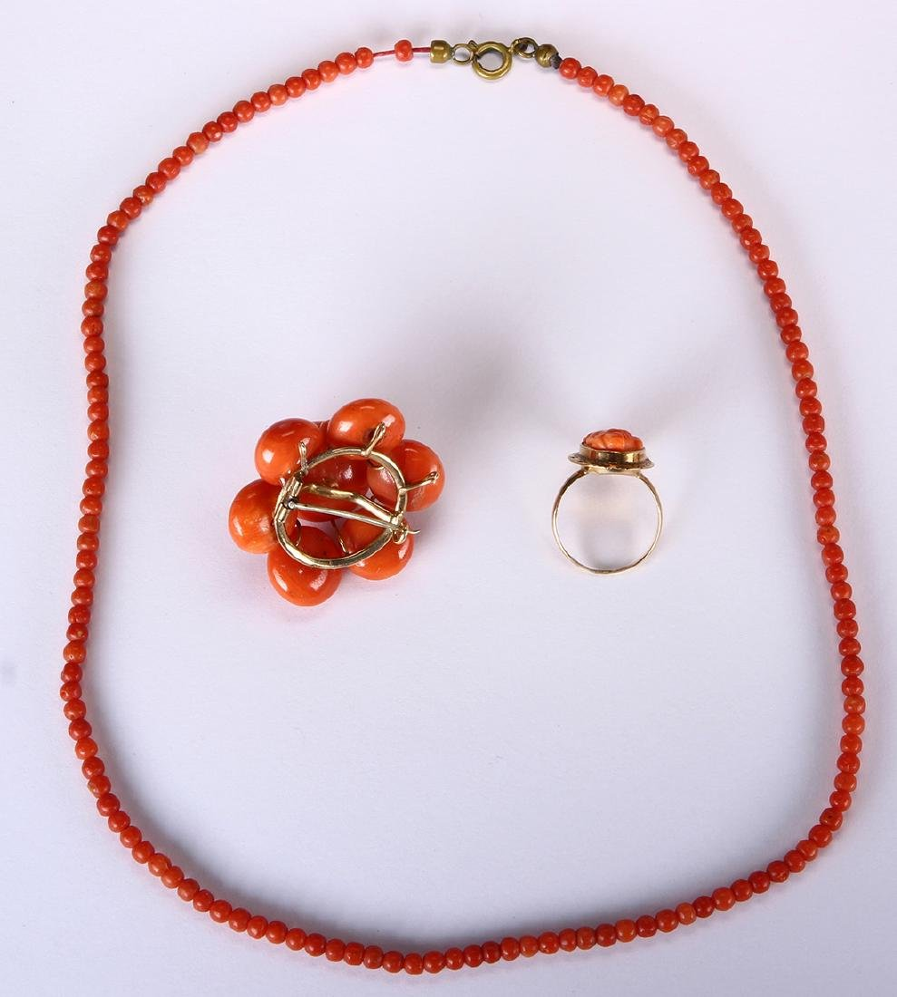 Coral, yellow gold and metal jewelry suite - 2