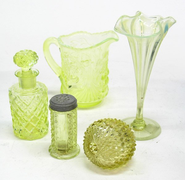 4015: Victorian vaseline glass scent bottle