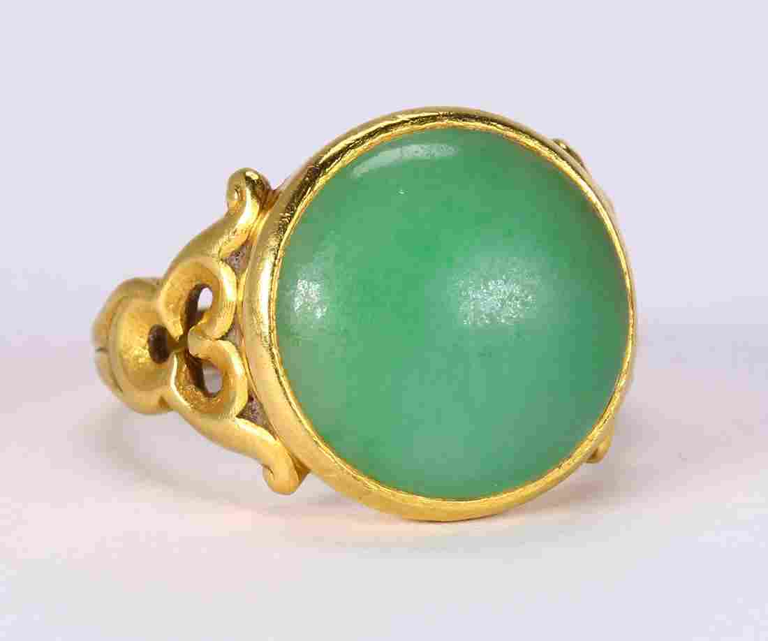 Jadeite and 18k yellow gold ring