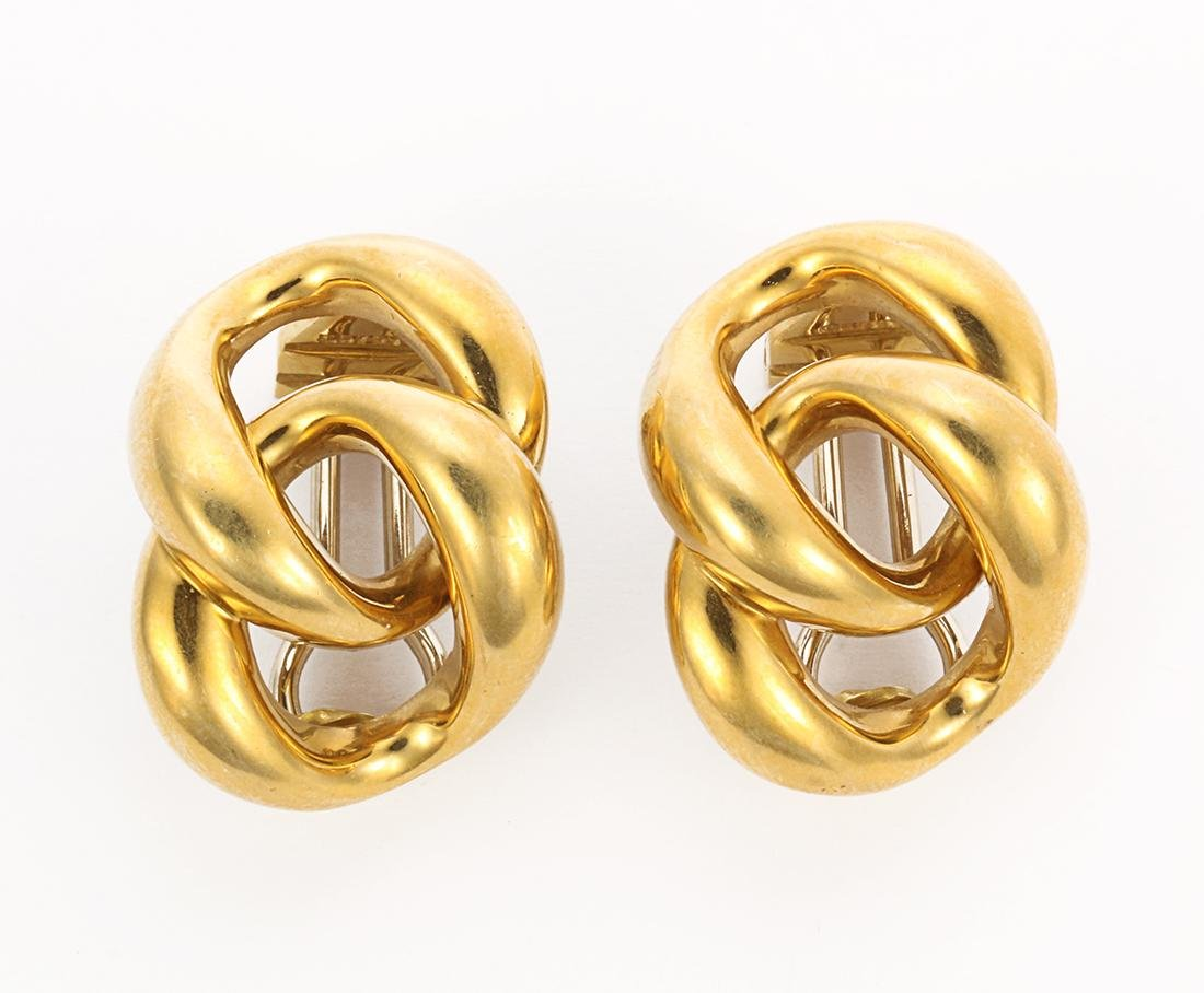 Pair of 18k yellow gold link earrings