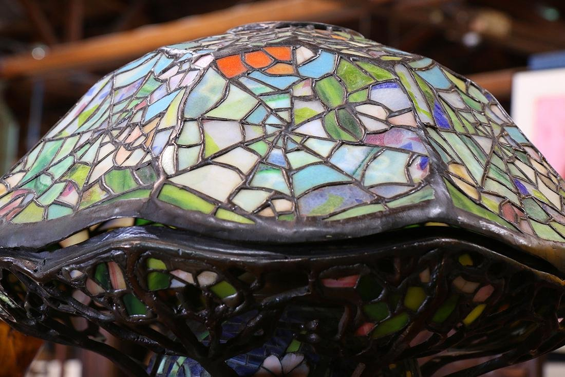 Tiffany style mosaic and leaded glass table lamp - 2