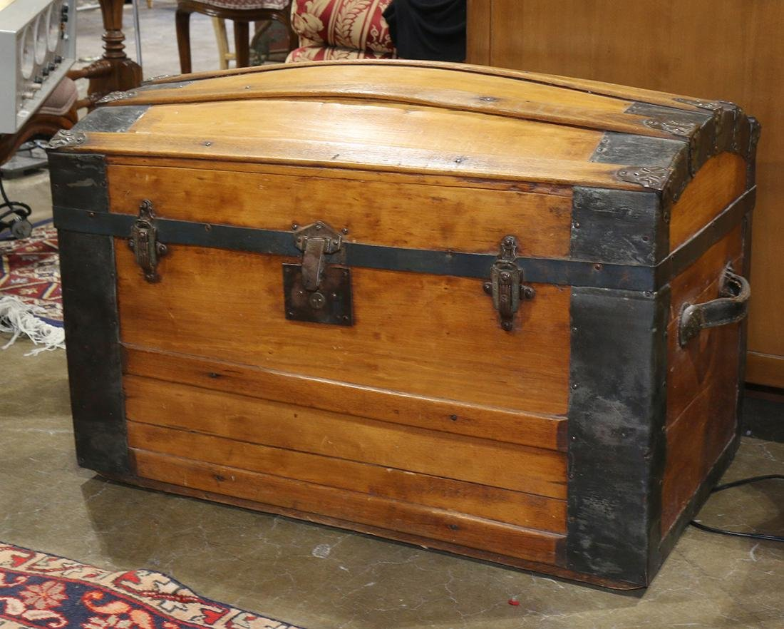 Barrel top steamer trunk