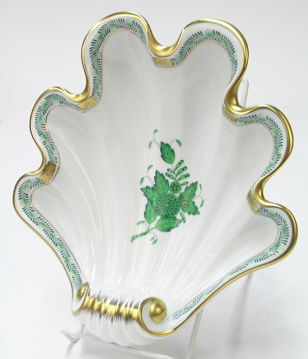 6022: Herend porcelain shell serving dish