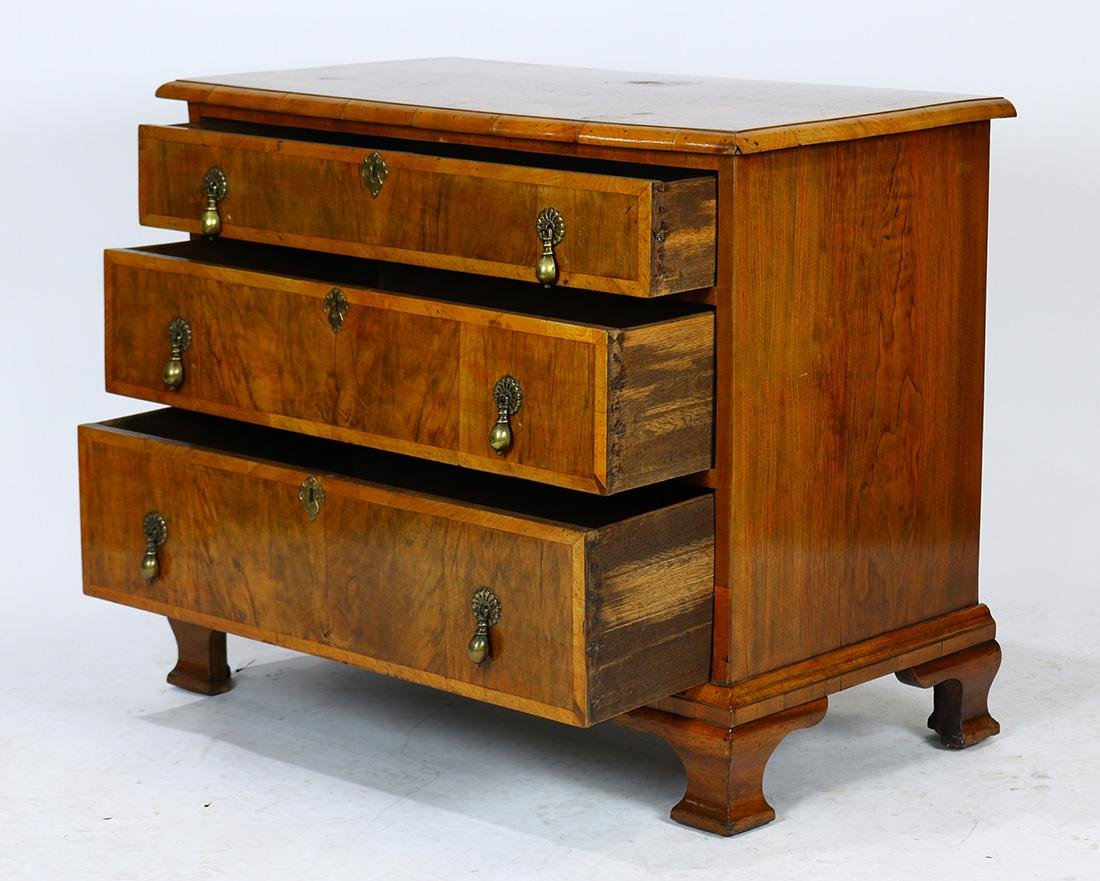 George II chest of drawers - 2