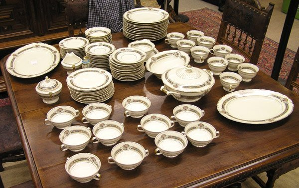 2090: KPM porcelain ''Royal Ivory'' dinnerware