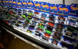 (lot of approx 90) Mattel Hot Wheels car group, each in