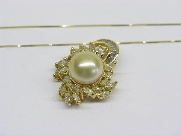 7052: 18K Gold, Pearl and Diamond Pendant