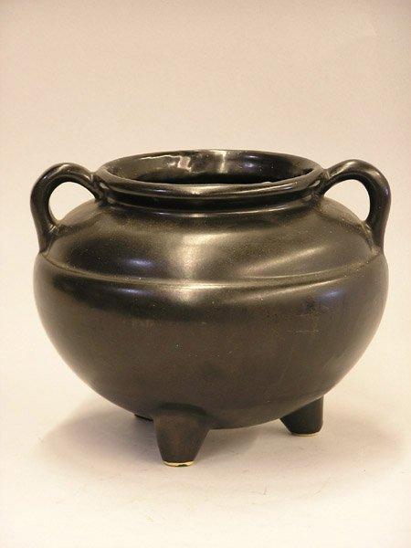 4001: Roseville kettle and Shawnee vase