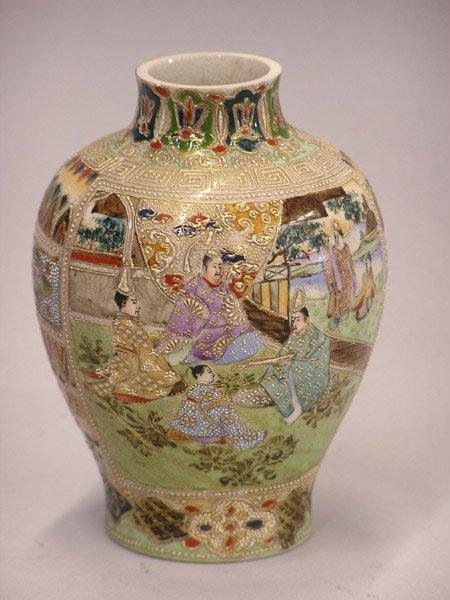4014: Japanese Satsuma style vase Taisho/Showa