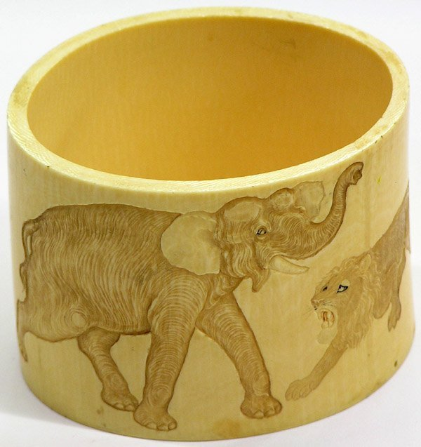 4007: Japanese Elephant Ivory Container