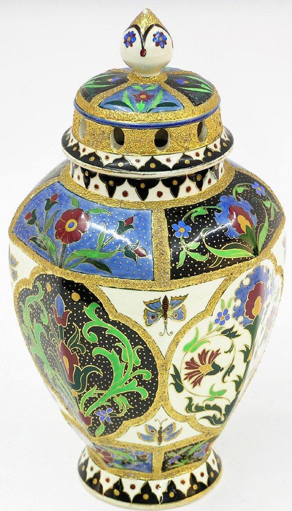 4016: English covered potpourri jar