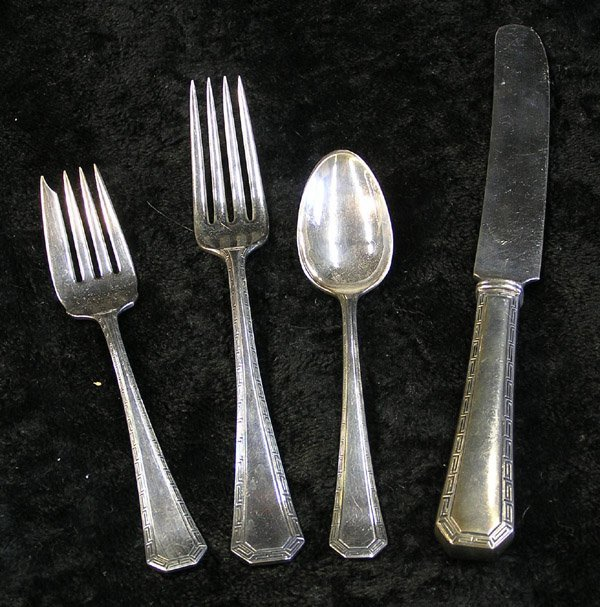 4017: Wallace Silversmiths sterling flatware