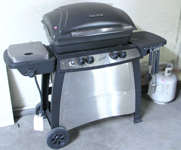 8006: Charbroil gas BBQ grill propane tank