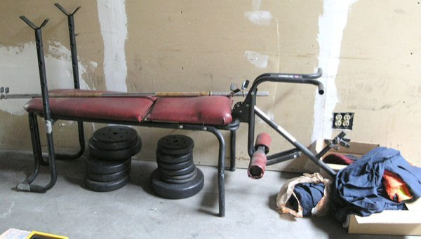 8008: USA weight bench and weights