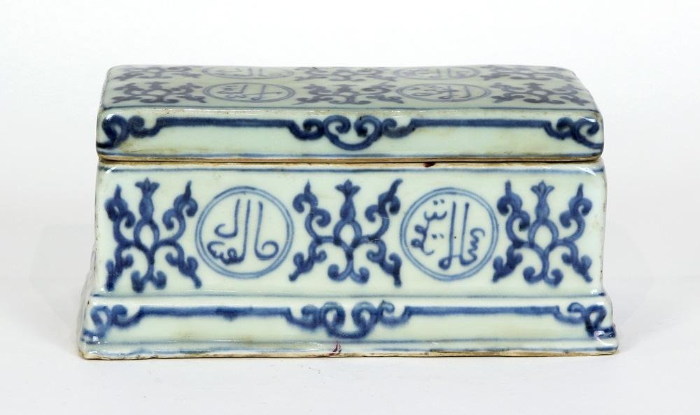 A Chinese blue and white ceramic box