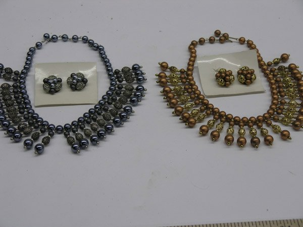 5916: Necklace and earring sets