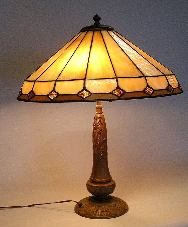 6361: Bronze base table lamp