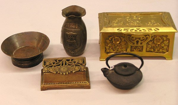 4023: Continental and British bronze boxes, etc.