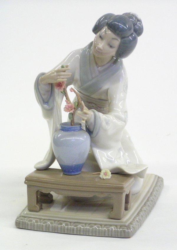 4017: Lladro porcelain figure Japanese woman