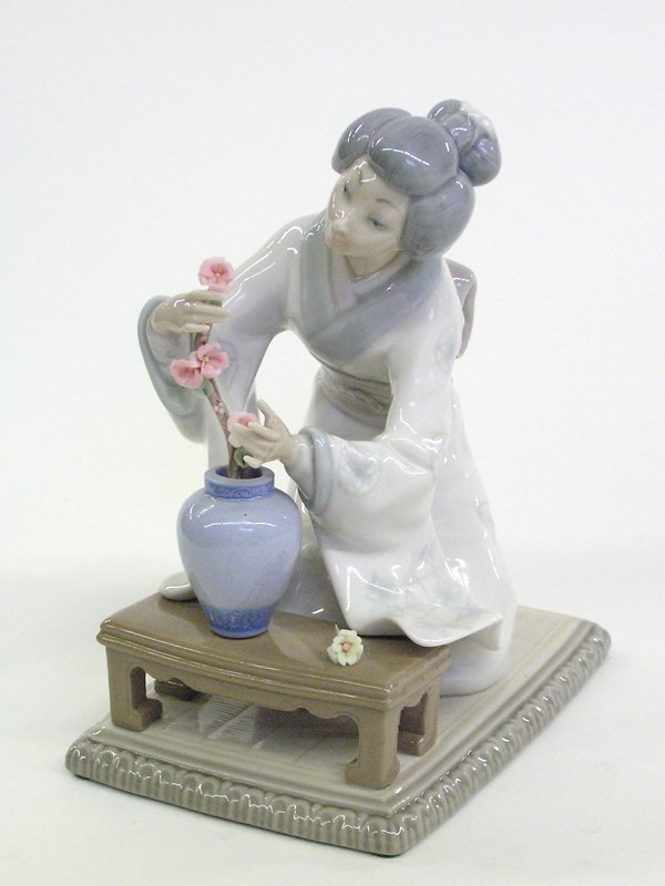 4019: Lladro porcelain figure Japanese woman