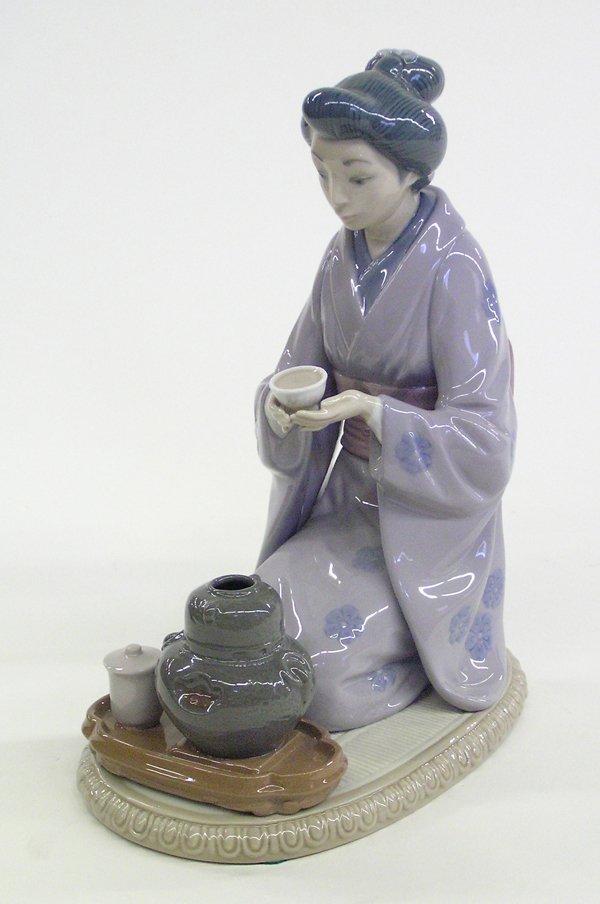 4020: Lladro porcelain figure Japanese woman