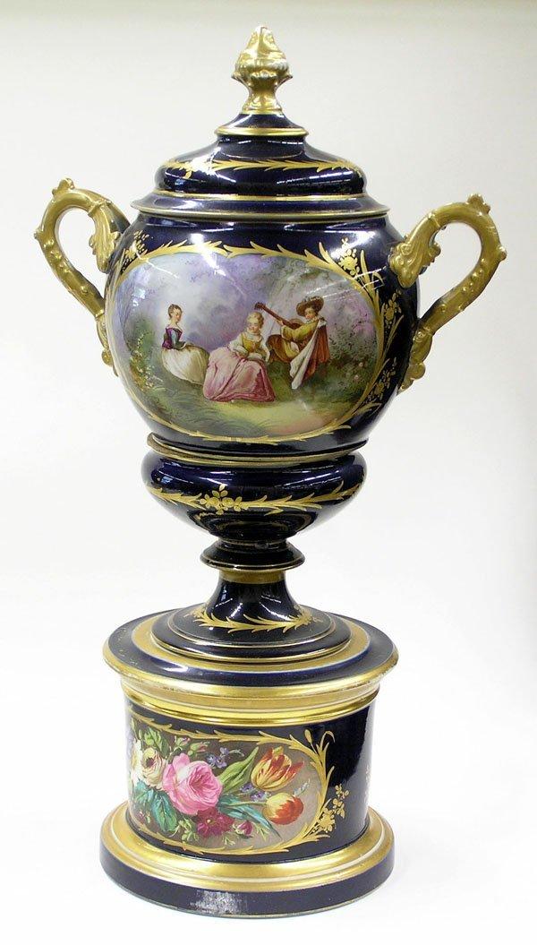 6001: Paris porcelain handled covered urn