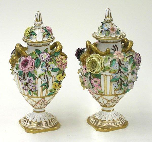 6012: English porcelain covered urns