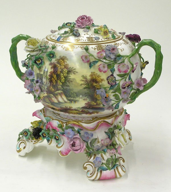 6013: Minton porcelain covered bowl stand