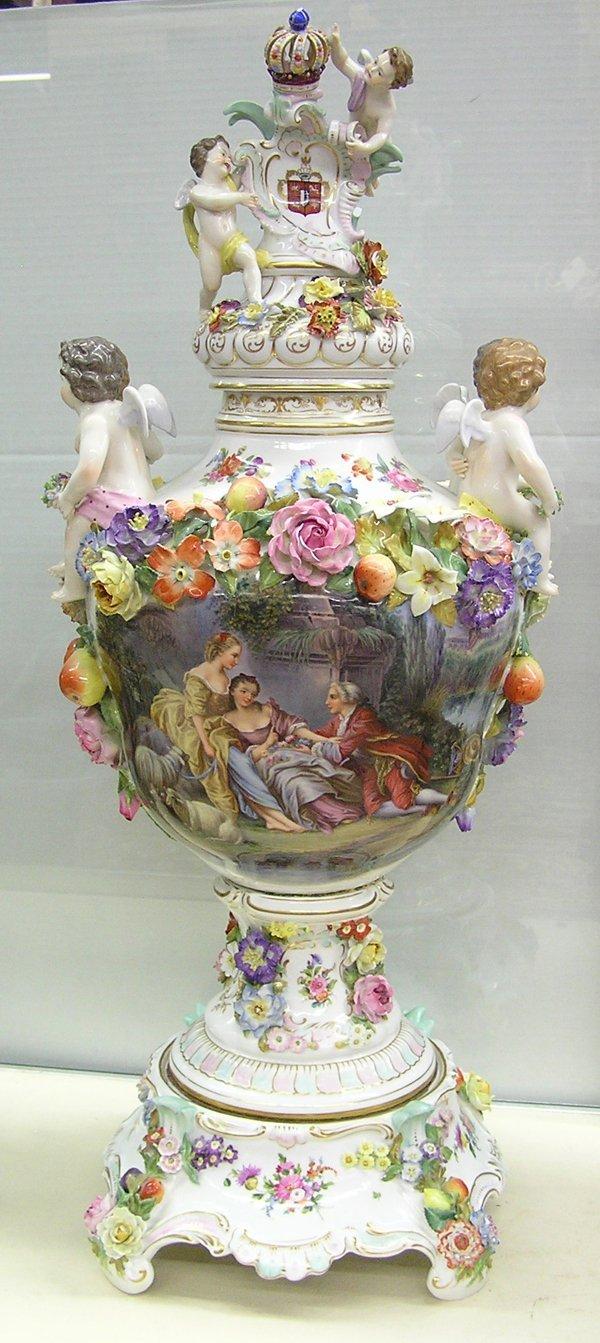 6016: Dresden figural urn Carl Thieme